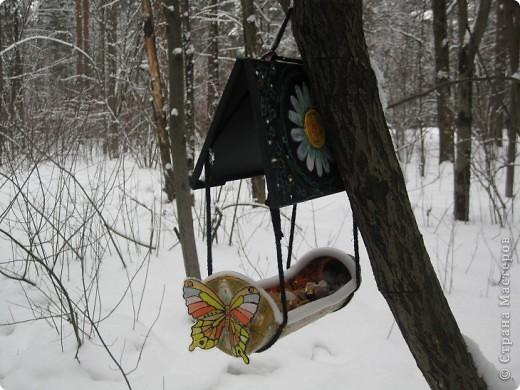 Поделка изделие Рисование и живопись Кормушки для птиц Бутылки пластиковые Клей Пеноплен фото 4