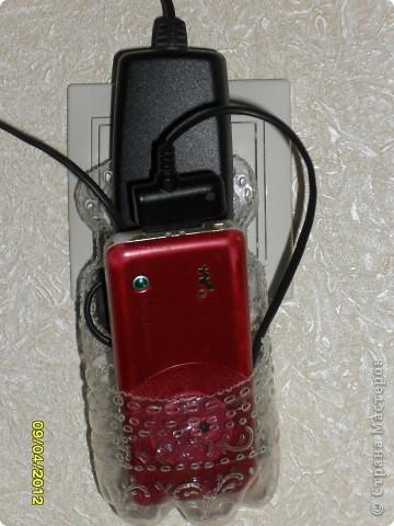 Здравствуйте, Мастерицы! Я уже несколько раз видела в Интернете фото подобной шкуковины - приспособления для зарядки телефона. Вот, не удержалась и сделала себе такую приспособу. ☺ фото 7