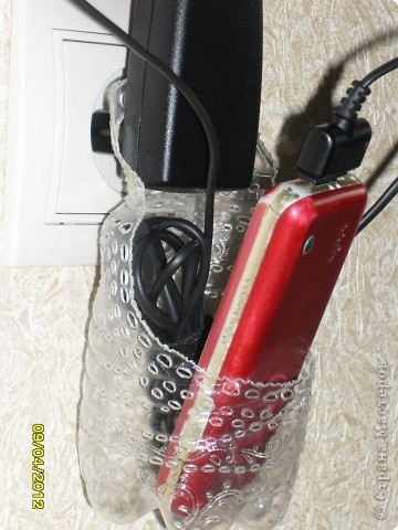 Здравствуйте, Мастерицы! Я уже несколько раз видела в Интернете фото подобной шкуковины - приспособления для зарядки телефона. Вот, не удержалась и сделала себе такую приспособу. ☺ фото 2