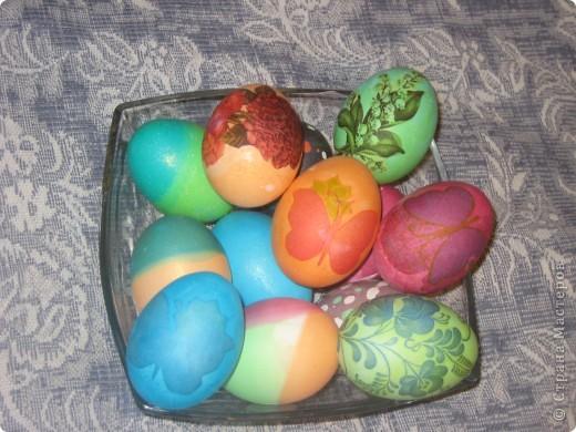 Добрый всем вечер. Скоро Пасха. Все красят яйца, я не исключение. Все техники пробовала впервые. Вот что получилось. Все вместе. фото 1