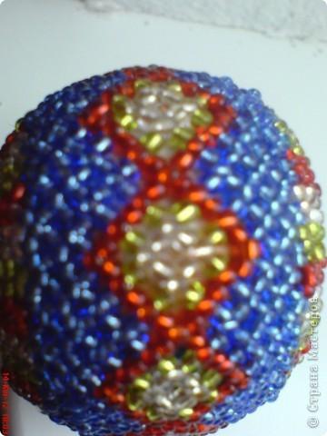 Это мое первое бисерное яйцо с термонаклейкою.Вид с одной стороны. фото 4