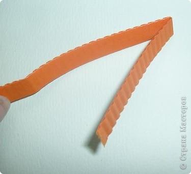 Нам понадобиться ( в скобках-количество полос для джентльмена) Оранжевых полос 43 (48) шт.+1 полоска на проклейку стыков Желтых-4(6) Сливовых (шляпка) -7 (9) полосок термопистолет, глазки, ленточка хорошее настроение Приступим? фото 2