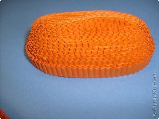 Нам понадобиться ( в скобках-количество полос для джентльмена) Оранжевых полос 43 (48) шт.+1 полоска на проклейку стыков Желтых-4(6) Сливовых (шляпка) -7 (9) полосок термопистолет, глазки, ленточка хорошее настроение Приступим? фото 4