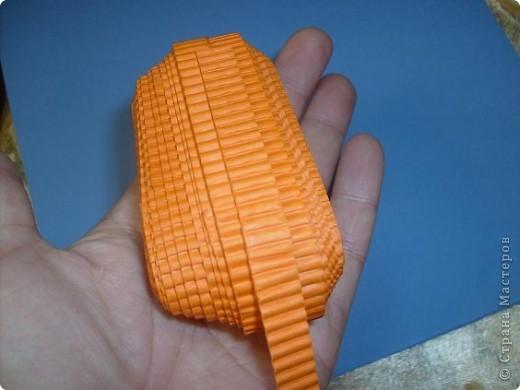 Нам понадобиться ( в скобках-количество полос для джентльмена) Оранжевых полос 43 (48) шт.+1 полоска на проклейку стыков Желтых-4(6) Сливовых (шляпка) -7 (9) полосок термопистолет, глазки, ленточка хорошее настроение Приступим? фото 8