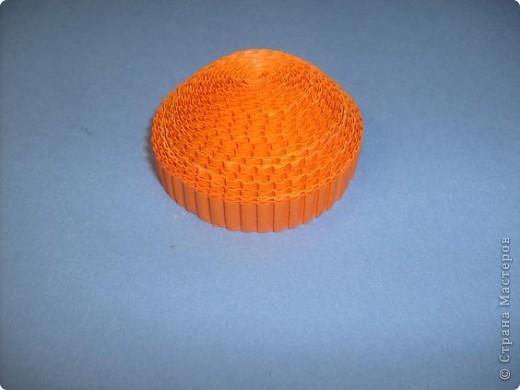 Нам понадобиться ( в скобках-количество полос для джентльмена) Оранжевых полос 43 (48) шт.+1 полоска на проклейку стыков Желтых-4(6) Сливовых (шляпка) -7 (9) полосок термопистолет, глазки, ленточка хорошее настроение Приступим? фото 11