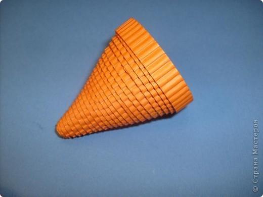 Нам понадобиться ( в скобках-количество полос для джентльмена) Оранжевых полос 43 (48) шт.+1 полоска на проклейку стыков Желтых-4(6) Сливовых (шляпка) -7 (9) полосок термопистолет, глазки, ленточка хорошее настроение Приступим? фото 12