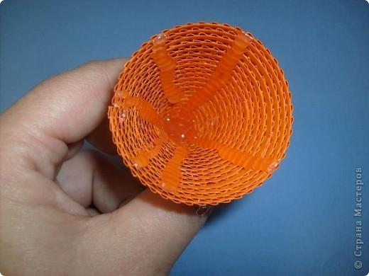 Нам понадобиться ( в скобках-количество полос для джентльмена) Оранжевых полос 43 (48) шт.+1 полоска на проклейку стыков Желтых-4(6) Сливовых (шляпка) -7 (9) полосок термопистолет, глазки, ленточка хорошее настроение Приступим? фото 14