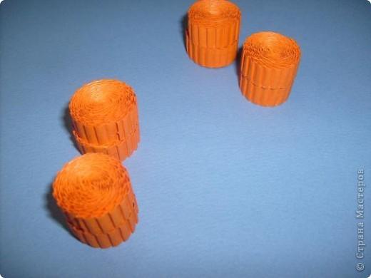 Нам понадобиться ( в скобках-количество полос для джентльмена) Оранжевых полос 43 (48) шт.+1 полоска на проклейку стыков Желтых-4(6) Сливовых (шляпка) -7 (9) полосок термопистолет, глазки, ленточка хорошее настроение Приступим? фото 20