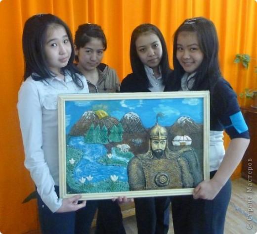 Мои ученицы слепили картину казахского батыра из соленого теста. фото 16