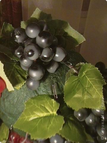 Топиарий- типо виноградное дерево, правда такого не бывает, а у меня дома вот выросло. Идея созрела давно, да и гроздья винограда лежали, да все не доходили руки, а тут у мастерицы увидела, что из таких же веточек сделано дерево, вот и решила тоже вырастить такое дерево. https://stranamasterov.ru/node/351148?c=favorite фото 6