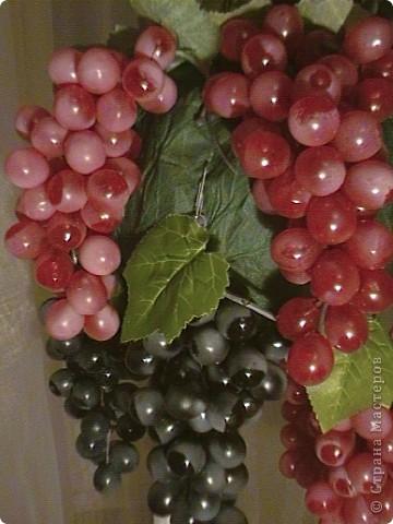 Топиарий- типо виноградное дерево, правда такого не бывает, а у меня дома вот выросло. Идея созрела давно, да и гроздья винограда лежали, да все не доходили руки, а тут у мастерицы увидела, что из таких же веточек сделано дерево, вот и решила тоже вырастить такое дерево. https://stranamasterov.ru/node/351148?c=favorite фото 7