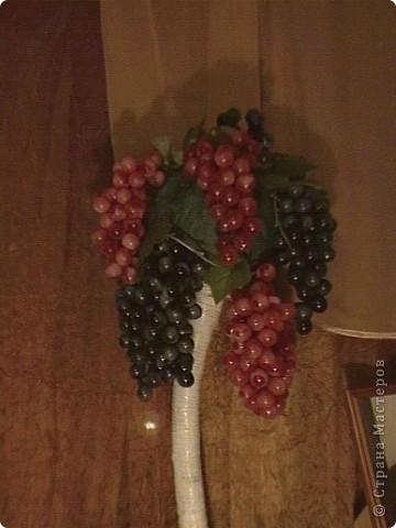 Топиарий- типо виноградное дерево, правда такого не бывает, а у меня дома вот выросло. Идея созрела давно, да и гроздья винограда лежали, да все не доходили руки, а тут у мастерицы увидела, что из таких же веточек сделано дерево, вот и решила тоже вырастить такое дерево. https://stranamasterov.ru/node/351148?c=favorite фото 11