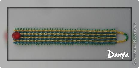 Браслетик для лета)Такое название потому что уж больно на коврик похож:)Плетение - полотно ндебеле.Сайт на котором брала схемку не помню( фото 4