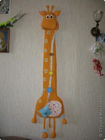 Вот такой жирафик для хранения детских подвигов получился... В высоту - 140 см, шкала от 70 до 140, хватит надолго))) фото 1