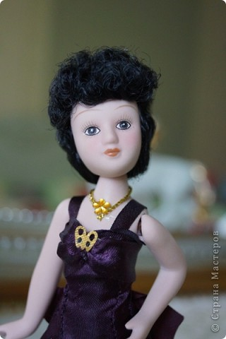 Моя очередная дамочка. С удовольствием ее доработала. Добавила кружево на лиф и подол платья, перчатки и веер. Сменила ожерелье. А так же изменила прическу и чуть подправила макияж.  фото 1