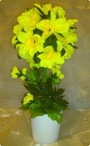 Увидела у Черного Жемчуга топиарчики из искусственных цветочков и т-а-ак захотелось попробовать. Побежала на рынок за цветами, купила (какие были) фото 3