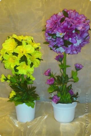 Увидела у Черного Жемчуга топиарчики из искусственных цветочков и т-а-ак захотелось попробовать. Побежала на рынок за цветами, купила (какие были) фото 4