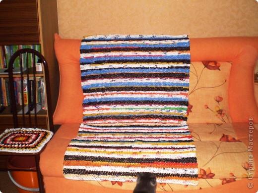 Связала на дачу коврик и сидушки из п/э пакетов.  фото 1