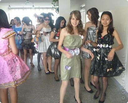 """В нашей школе было проведено внеклассное мероприятие по технологии: """"Театр моды из нетрадиционных материалов"""" фото 5"""