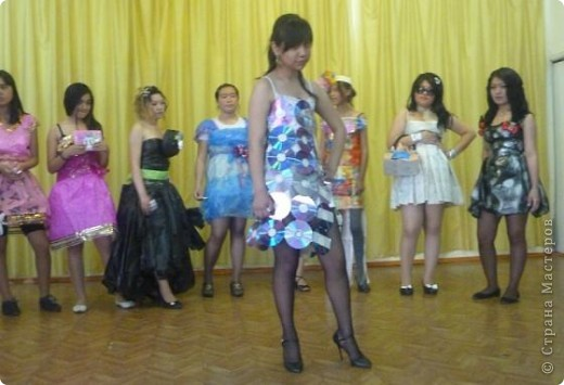 """В нашей школе было проведено внеклассное мероприятие по технологии: """"Театр моды из нетрадиционных материалов"""" фото 8"""