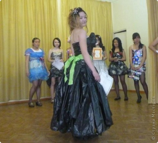 """В нашей школе было проведено внеклассное мероприятие по технологии: """"Театр моды из нетрадиционных материалов"""" фото 31"""