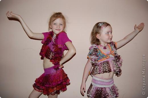 у всех шарфики а у нас костюмы для танцев фото 1