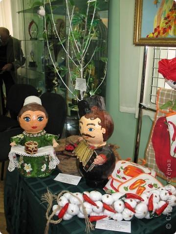 Нашла фотографии с очередной выставки, которая проходила в г. Краснодаре. Решила показать... Эта икона вышита ребятами на уроках по бисероплетению.  фото 3