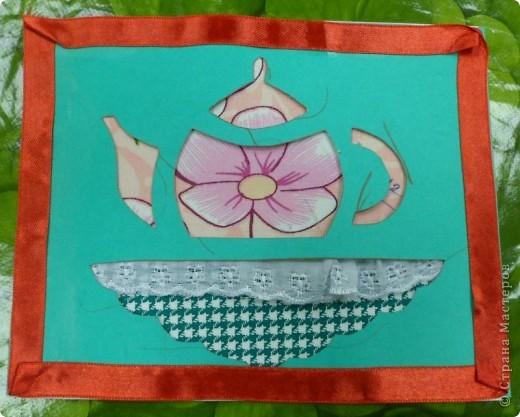 Аппликация выполнена путем наложения верхнего слоя картона с вырезанным заранее силуэтом предметов. фото 1