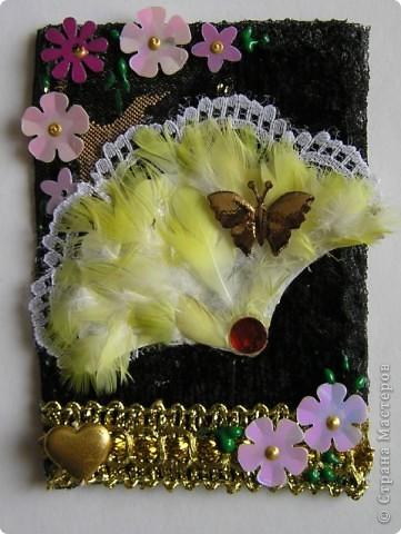 Долго.Очень  долго  не  могла  придумать  как  бы  я  могла   использовать перья  попугая   в АТС карточке. Но   я   это  всетаки сделала. А  как...Судить вам! фото 5