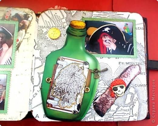 Альбом 19 на 19 см. Обложка - искусственная кожа, отделан золотистой лентой зиг-заг, металлическими подвесками, вырубная рамочка, застегивается на магнит. фото 17