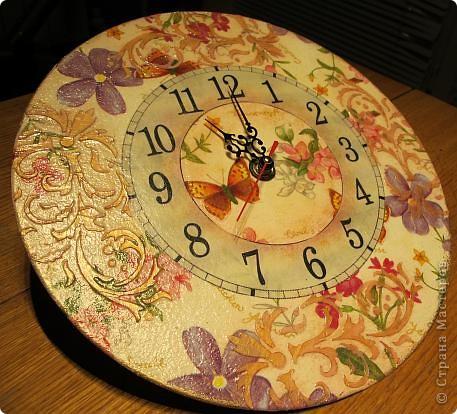 Задумывала сделать часы совсем по-другому, но в процессе работы они повели себя совсем непредсказуемо....... Да и в процессе фотосъемки совершенно не собираются отражать реальный цвет))) фото 1
