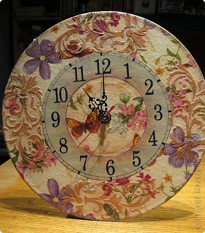 Задумывала сделать часы совсем по-другому, но в процессе работы они повели себя совсем непредсказуемо....... Да и в процессе фотосъемки совершенно не собираются отражать реальный цвет))) фото 2