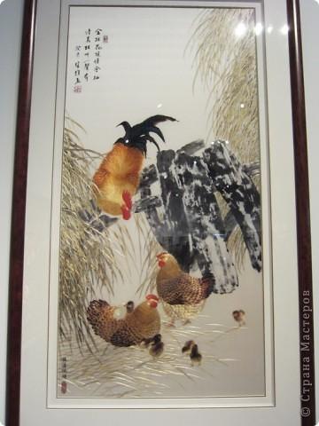 Доброго всем времени суток!  Приглашаю всех пройтись по залу вышивки в рамках биеннале современного китайского искусства.  Все работы - вышивка шёлком.  фото 4