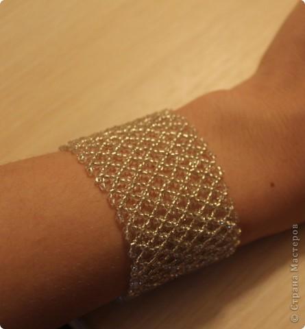 Спасибо, Дашка, твой браслет http://stranamasterov.ru/node/320083  вдохновил меня! Выполнялся сеткой. Схема http://biser.info/node/184999 фото 1