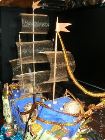 понимаю,что работа топорная,но просьба не судить строго.Корабль был сделан за 3 часа,потому как о приглашении узнали внезапно,подарка не было пришлось выкручиваться как умею! фото 3