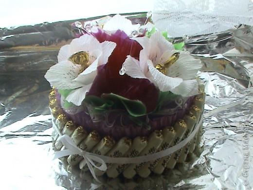 Это мой первый тортик. Делала на день рождение сотруднице. Спасибо нашим мастерицам за идеи. фото 2