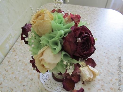 Засушила розы и вот решила сделать такой топиарчик. фото 2