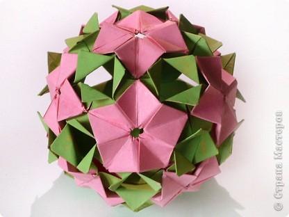 """Снова здравствуйте!  Говорят, что мир тесен. А оригами мир еще теснее.  Сейчас расскажу подробнее.  Недавно Маша-Куся провела широкомасштабную работу на тему """"модуль и его вариации"""". Она показала, как легким движением ловких пальцев можно задекорировать всем известный модуль. Но это еще не все. По законам оригами в зависимости от способа крепления модуль может переходить из одного класса кусудам в другой.  фото 4"""