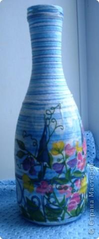 Эти две бутылки уже были вазами. Но мы не ищем легких путей. Придирчивый взгляд и .... в переделку. Теперь одна морская, другая.... гороховая.  фото 3