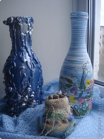 Эти две бутылки уже были вазами. Но мы не ищем легких путей. Придирчивый взгляд и .... в переделку. Теперь одна морская, другая.... гороховая.  фото 1