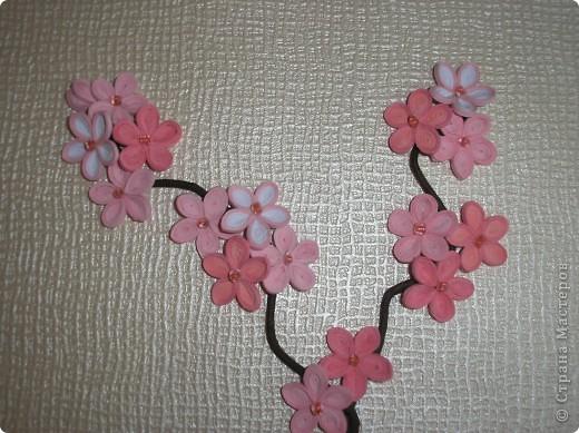Это подарок близкой подруге на день рождения. Хочется, чтобы с ней всегда были весна и любовь. Поэтому символом весны появилась сакура, а иероглиф - конечно любовь. Формат А4. Полоски на сакуру - 2мм, на иероглиф - 3мм. фото 2