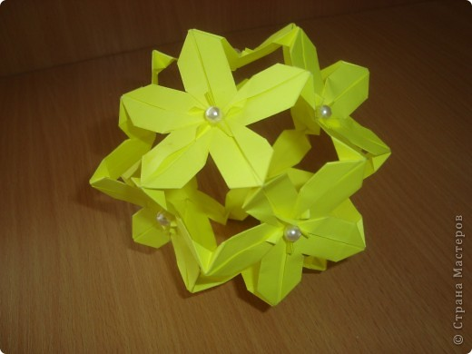 сакура,Poinsettia из книги Mukerji M.-Marvelous modular origami.  фото 1