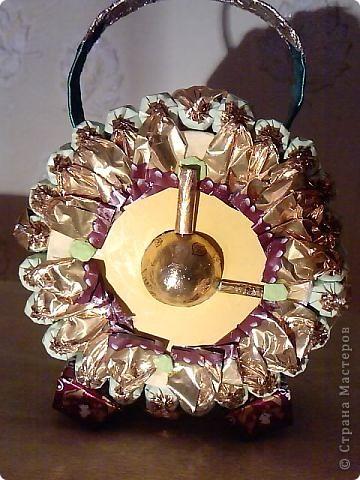 Руль из конфет(использовала, конфеты, лента, клей, картон). фото 4