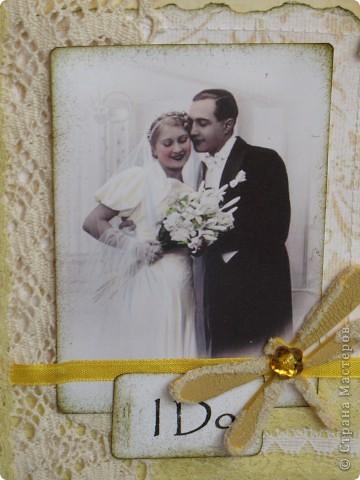 """В очередной раз делала открытку по заданию(теперь делаю это все чаще и пока мне это очень нравится)...нужно было сыграть свадьбу в любом цвете кроме белого...цветные свадьбы дело модное и современное, а мне стало очень любопытно-имели ли место цветные свадьбы во времена,которые подарили нам замечательный и всеми любимый винтаж? Ответ подсказала найденная случайно фотография...на ней невеста в нежно желтом платьице( вопреки приметам, желтый цвет на свадьбе-к богатству)...ну вот от этой """"печки"""" я и сплясала...приглашаю всех посмотреть... фото 2"""