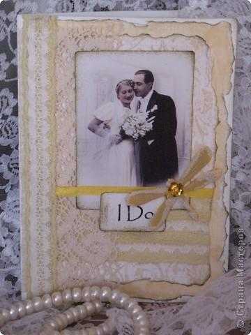 """В очередной раз делала открытку по заданию(теперь делаю это все чаще и пока мне это очень нравится)...нужно было сыграть свадьбу в любом цвете кроме белого...цветные свадьбы дело модное и современное, а мне стало очень любопытно-имели ли место цветные свадьбы во времена,которые подарили нам замечательный и всеми любимый винтаж? Ответ подсказала найденная случайно фотография...на ней невеста в нежно желтом платьице( вопреки приметам, желтый цвет на свадьбе-к богатству)...ну вот от этой """"печки"""" я и сплясала...приглашаю всех посмотреть... фото 1"""