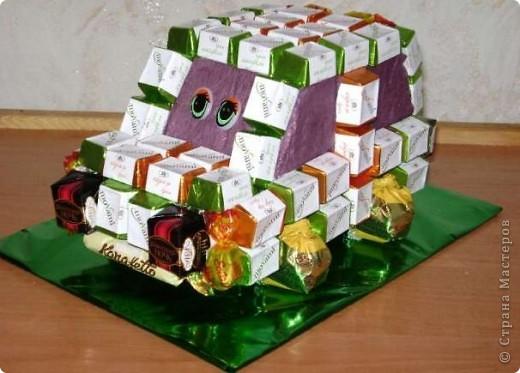 Руль из конфет(использовала, конфеты, лента, клей, картон). фото 6