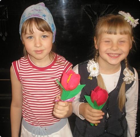Тюльпаны сделали к 9 мая!Девочки были в восторге от этой поделки.Сделали очень много,сделали бы ещё.да ложки закончились. фото 1