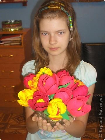 Тюльпаны сделали к 9 мая!Девочки были в восторге от этой поделки.Сделали очень много,сделали бы ещё.да ложки закончились. фото 6