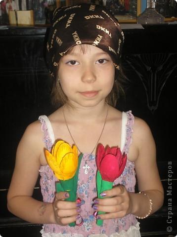 Тюльпаны сделали к 9 мая!Девочки были в восторге от этой поделки.Сделали очень много,сделали бы ещё.да ложки закончились. фото 3