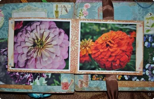 Альбом делала для мамы, она у меня знатный садовод. Участвовала с этим альбомом в конкурсе. Это моя первая проба мягкой обложки... фото 13
